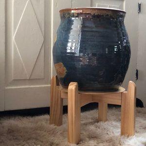 Ceramic Beverage dispenser with wooden stand